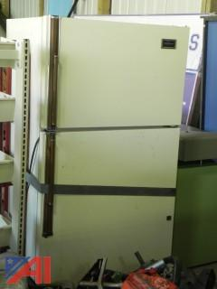 Hotpoint Refrigerator with Freezer (#11)
