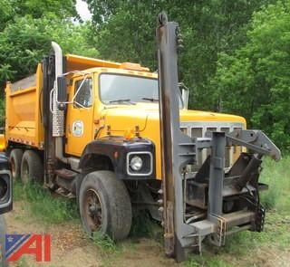 1999 International 2674 Dump w/ Plow