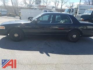 2005 Ford Crown Victoria 4 Door/ Police Interceptor