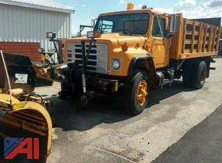 1986 International 1954 Box Truck with Liftgate and Plow