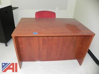 4' Desk and Chair (E19)