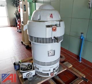 HOLLOSHAFT 125HP 440V Pump Motor