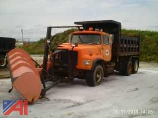 1990 Ford LT9000 Dump Truck with Plow
