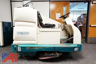 Tennant #7200 Riding Auto Scrubber