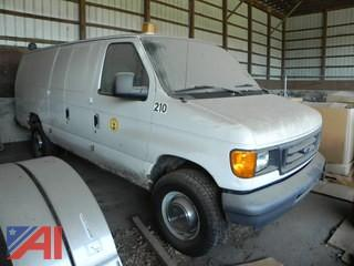 (#8) 2006 Ford E350 Super Duty Van