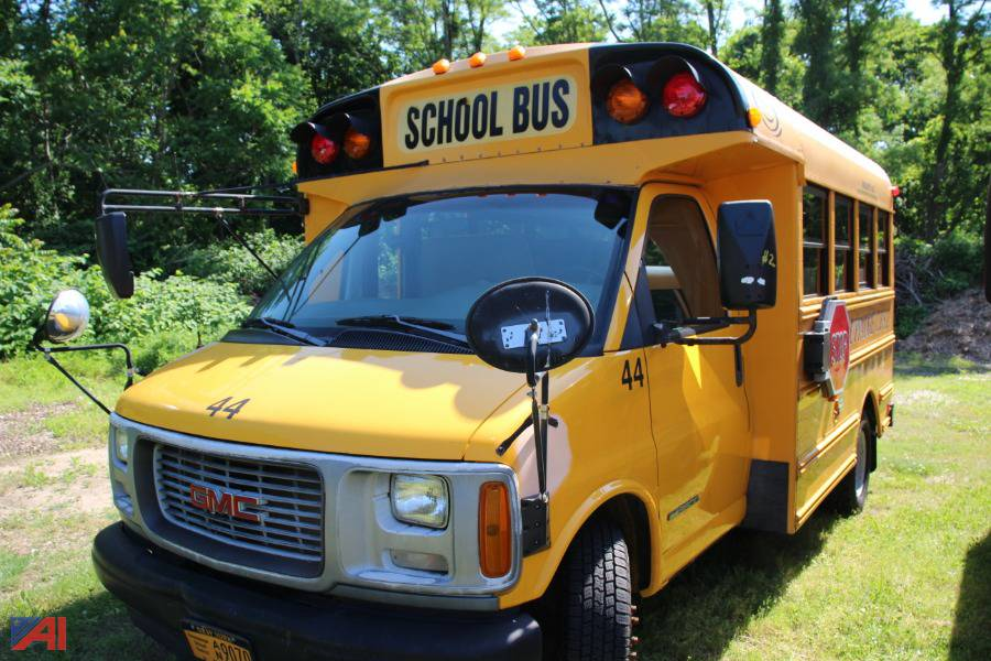 auctions international auction hauppauge ufsd ny 21566 item 2001 gmc savana g3500 school bus 2001 gmc savana g3500 school bus