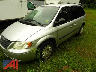 (T-1) 2005 Chrysler Town and Country LX Mini Van
