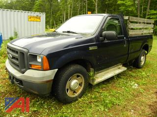 (X-19) 2005 Ford F250 XL Super Duty Pickup Rack Truck with Lift Gate