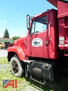 (#84)  1984 International 2574 Truck