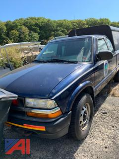 2001 Chevy S10 Extended Cab Pickup Truck with Cap