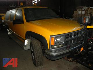 (#17) 1999 Chevy K2500 Suburban with Plow