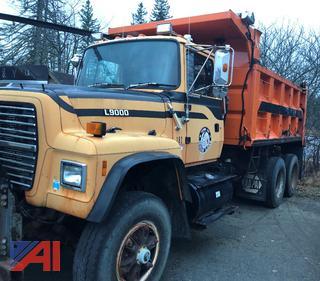 #182 1992 Ford LT9000 Dump Truck