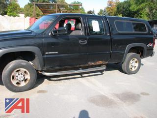 2005 Chevy Silverado 2500HD Extended Cab Pickup Truck with Cap