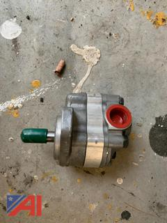 (#12) Small Hydraulic Pump, New/Old Stock