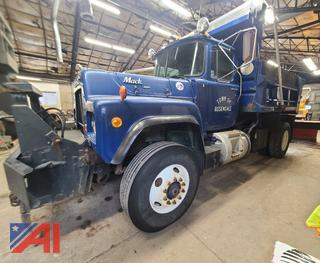 (#4 & #5) 1992 Mack RD690P Dump Truck with Plow