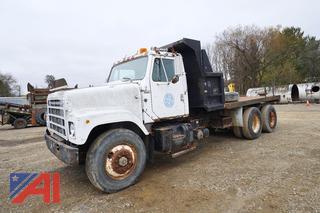1982 International F2575 Flatbed Truck/0102