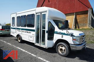 2010 Ford/Starcraft E450 14 Passenger Shuttle Bus with Wheelchair Lift