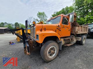 (#11) 2000 International 2574 Dump Truck