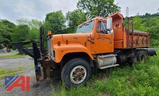 (#12) 2000 International 2574 Dump Truck