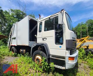 (#3) 1994 Volvo FE Garbage Truck