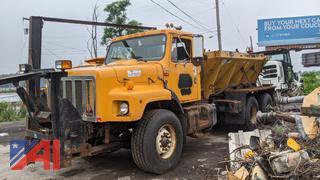 2000 International 2674 Spreader Truck