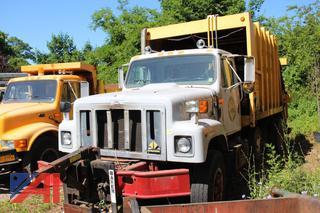 1996 International 2554 Packer Truck (Parts Truck)