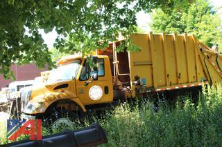 2004 International 7400 Packer Truck (Parts Truck)