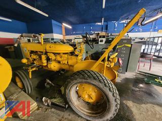 (#2) International/McCormick Farmall 140 Tractor