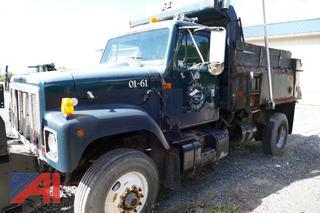 (01-61) 2001 International 2574 Dump Truck