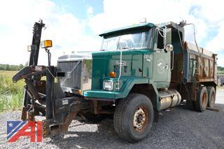 (00-42) 2000 Volvo WAH Tandem Dump Truck